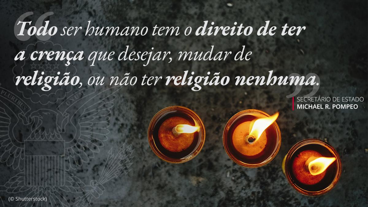 Nesta foto: três velas acesas e citação sobreposta sobre o direito de ter ou não religião (© Shutterstock)