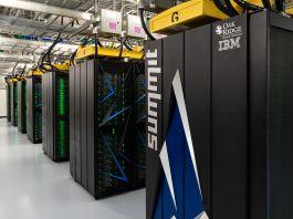 "Научный суперкомпьютер ""Саммит"" (Oak Ridge National Laboratory/Carlos Jones)"