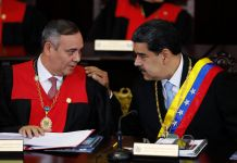 Maikel Moreno and Nicolás Maduro speaking (© Ariana Cubillos/AP Images)
