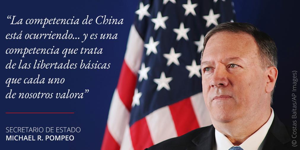 Foto de Pompeo y cita sobre competencia de China (© Costas Baltas/AP Images)