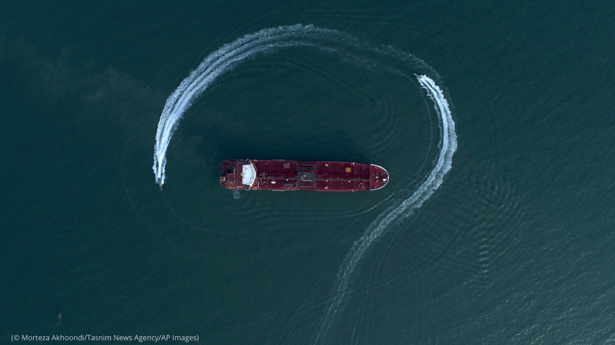 A vessel circling around an oil tanker (© Morteza Akhoondi/Tasnim News Agency/AP Images)