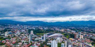 Vista aérea de cidade (© Gianfranco Vivi/Shutterstock)