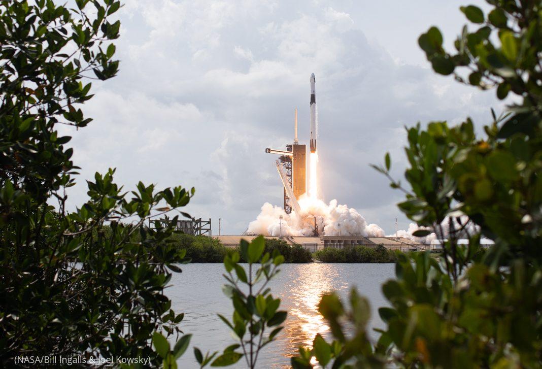 Rocket lifting off from launchpad (NASA/Bill Ingalls & Joel Kowsky)