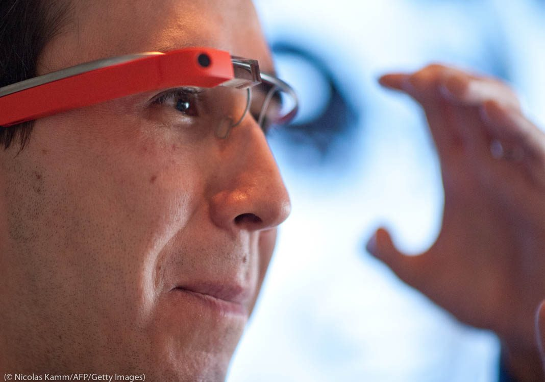 Man wearing high-tech glasses (© Nicholas Kamm/AFP/Getty Images)