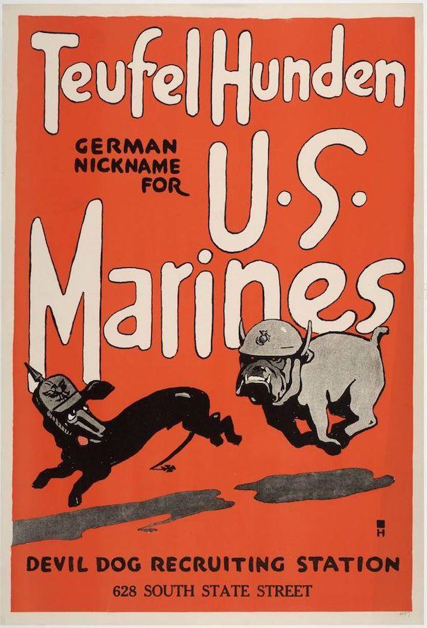 第一次世界大战海军陆战队征兵海报:头戴钢盔的斗牛犬追赶德军狗(照片:公有领域)