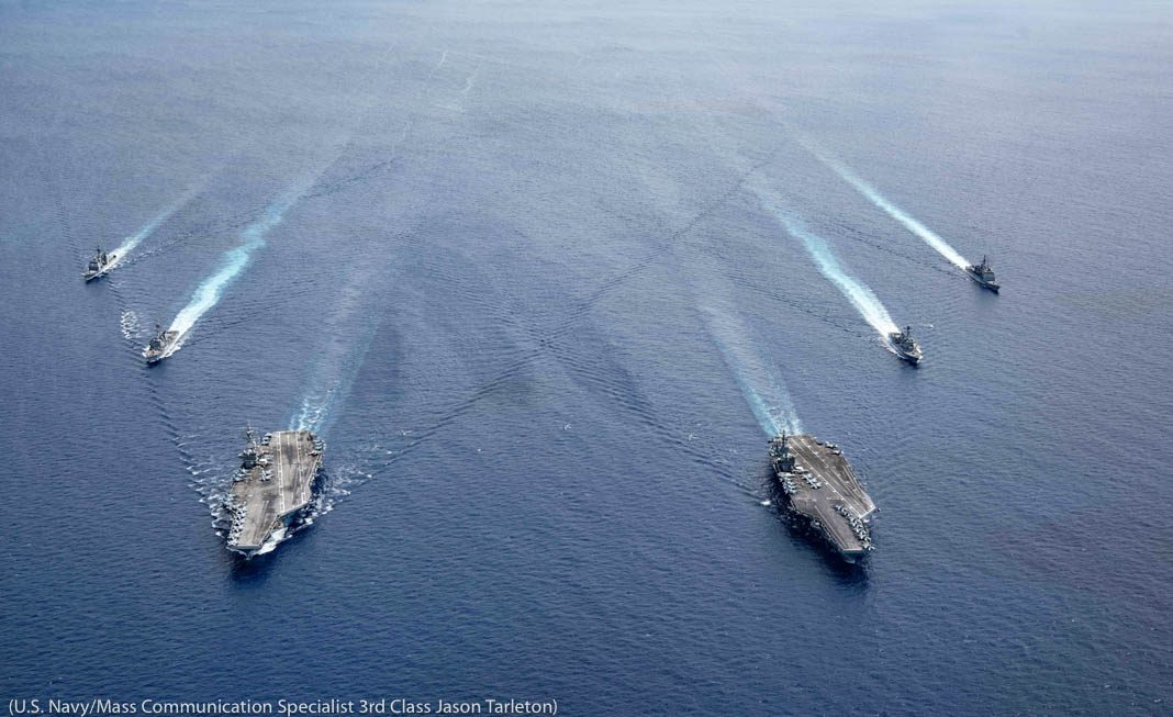 Kapal-kapal berlayar di laut (AL AS/Spesialis Komunikasi Massa Kelas 3 Jason Tarleton)