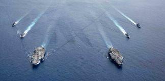 پانی میں چلتے ہوئی بحری جہاز (U.S. Navy/Mass Communication Specialist 3rd Class Jason Tarleton)