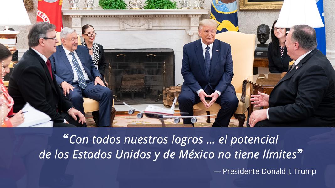 Foto de un grupo de personas sentadas, con cita del presidente Trump sobre las relaciones entre EE. UU. y México (Foto: La Casa Blanca/Shealah Craighead)