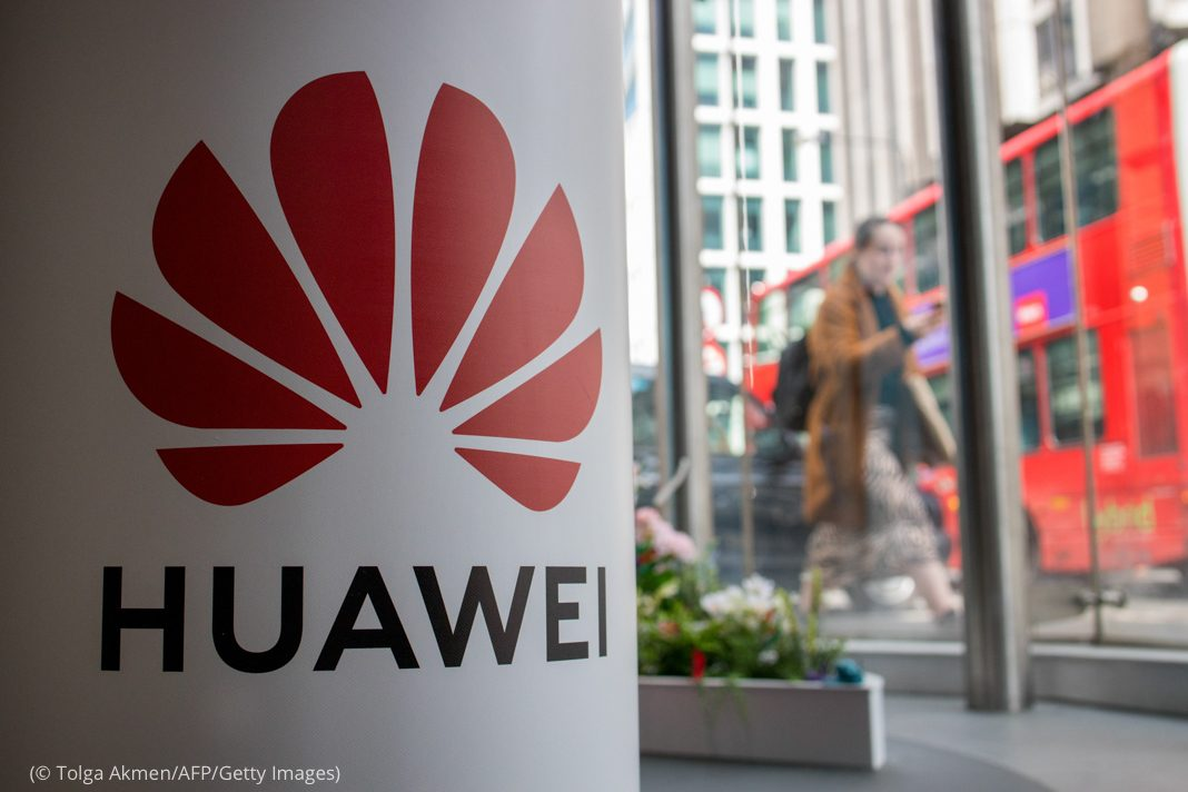 Huawei product stand (© Tolga Akmen/AFP/Getty Images)