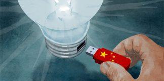 Ilustración de una mano conectando a una gran bombilla encendida una barra de memoria con aspecto de bandera china (Depto. de Estado/D. Thompson)