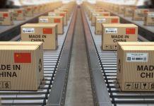 Kotak pada jalur perakitan (© Maxx-Studio / Shutterstock)