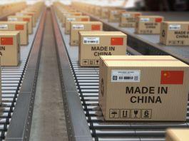 Boxes on conveyor belts (© Maxx-Studio/Shutterstock)