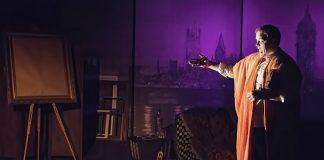 舞台上的演员(Tom Topinka摄)