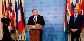 Flanked by Ambassador Kelly and special representative Hook, Secretary Pompeo speaking to journalists at the UN (© Mike Segar/AFP/Getty Images)