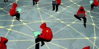 Dessin de personnes vêtues d'un sweatshirt à capuche sur lequel figure le drapeau chinois. Elles sont penchées sur des ordinateurs portables et assises le long de lignes en réseau, au-dessus d'une carte du monde. (Département d'État/D. Thompson)