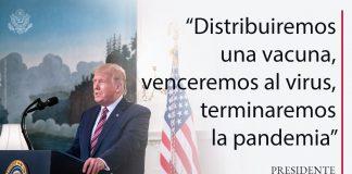 El presidente Trump de pie tras un atril y una cita superpuesta sobre la distribución de vacunas y derrotar la pandemia de COVID-19 (La Casa Blanca/Joyce N. Boghosian)