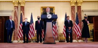 Secretary Pompeo speaking at lectern while other people stand behind him (© Patrick Semansky/AP Images)