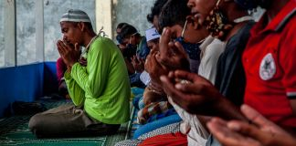 Rohingya men praying (© Oviyandi Emnur/Barcroft Media/Getty Images)