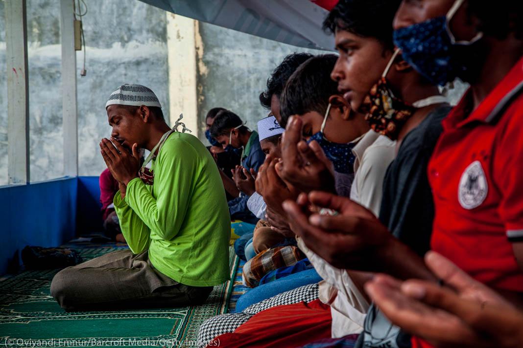 Rohingya men praying (© Oviyandi Emnur/Barcroft Media/Getty Images)