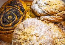 Beberapa jenis kue di dalam kotak (© Piroshky Piroshky Bakery LLC)