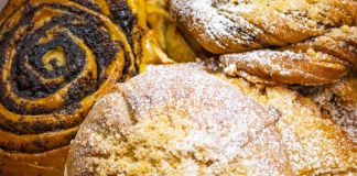 Gros plan sur plusieurs sortes de pâtisseries (© Piroshky Piroshky Bakery LLC)