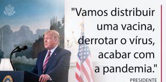 Presidente Trump de pé no púlpito com citação sobreposta sobre a distribuição de vacinas e como derrotar a pandemia da Covid-19 (Casa Branca/Joyce N. Boghosian)