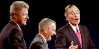 Bill Clinton, Ross Perot et George H.W. Bush en train de rire (© Mark Cardwell/Reuters)