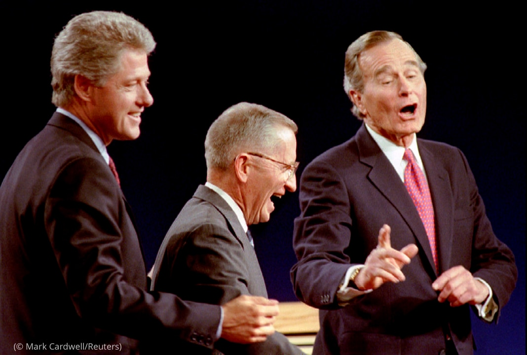 Bill Clinton, Ross Perot y George H.W. Bush riéndose (© Mark Cardwell/Reuters)