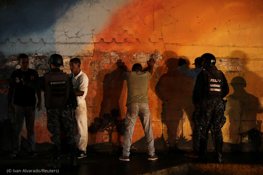 Police lining up people against wall (© Ivan Alvarado/Reuters)