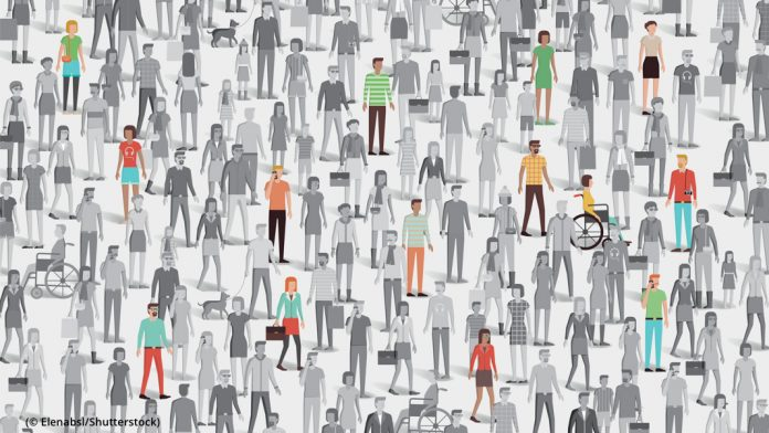 Crowd of people with few individuals highlighted, individuality and diversity concept (© Elenabsl/Shutterstock)