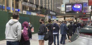纽约市选民排队投票(照片:美联社)