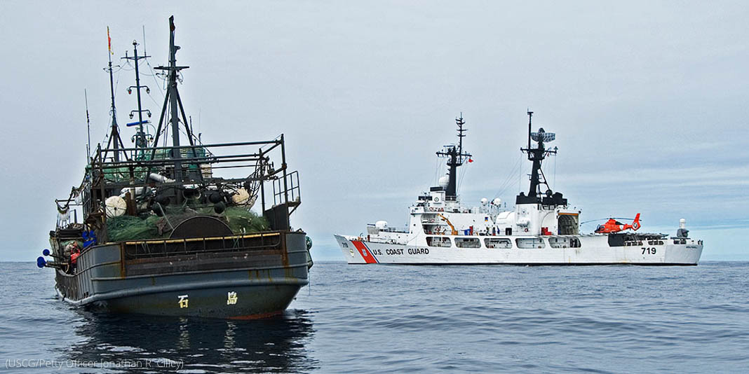 Deux navires en pleine mer (USCG/Petty Officer Jonathan R. Cilley)