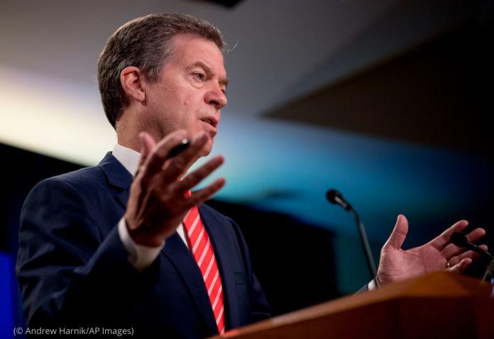 Sam Brownback, Ambassador at Large for International Religious Freedom, speaking(© Andrew Harnik/AP Images)