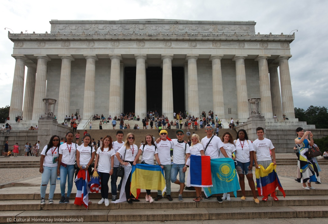 Group of people holding flags in front of Lincoln Memorial (© Cultural Homestay International)