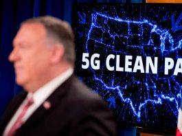 Mike Pompeo standing in front of an illuminated map of the United States with the words 5G Clean Path written on it (© Andrew Harnik/AP Images)