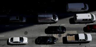巴尔的摩大街上的汽车(照片:美联社)