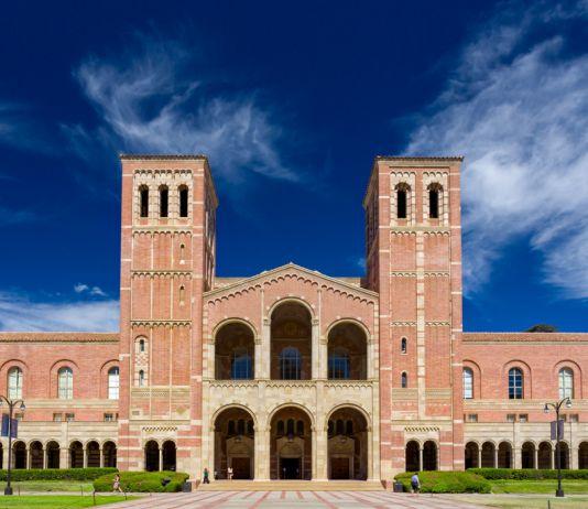 Royce Hall di kampus University of California, Los Angeles (UCLA). UCLA menduduki peringkat ke-7 lembaga pendidikan AS terpopuler yang menerima mahasiswa internasional. (© Ken Wolter/Alamy)