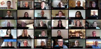 Captura de tela de uma reunião on-line com rostos em várias telas pequenas (Depto. de Estado)
