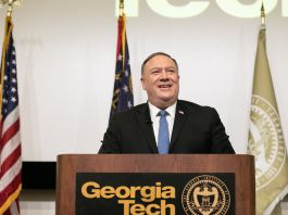 Mike Pompeo speaking at lectern (© Jessica McGowan/Getty Images)