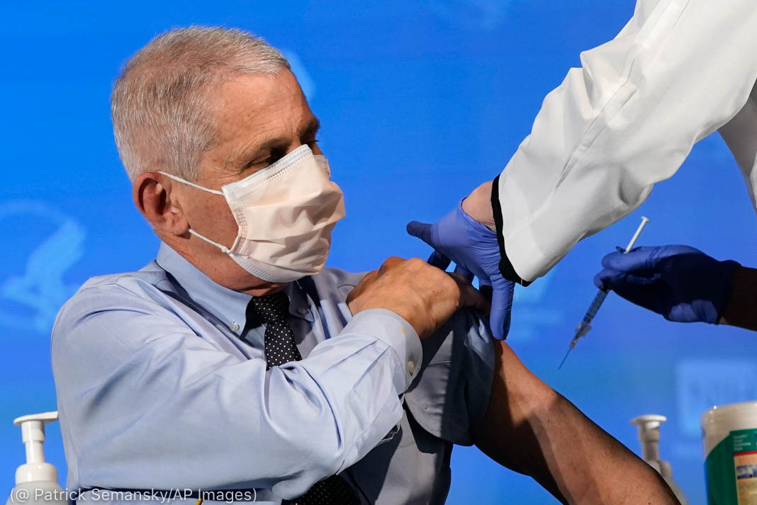 Anthony Fauci wearing surgical mask while getting vaccination (© Patrick Semansky/AP Images)