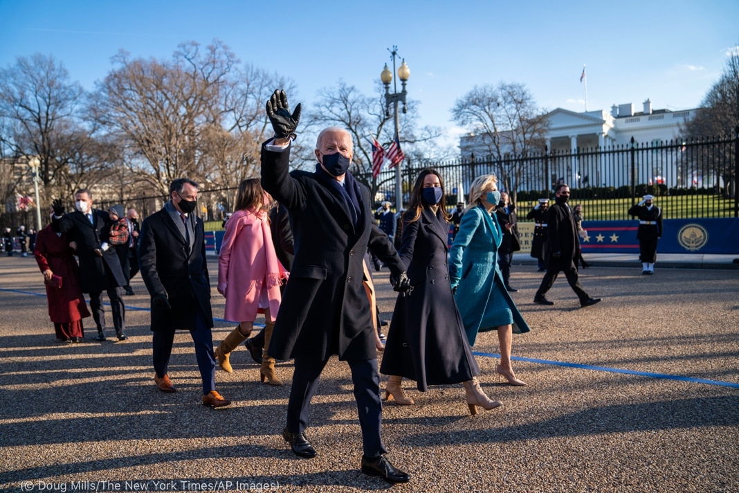 Joe Biden and family holding hands while walking in front of White House (© Doug Mills/The New York Times/AP Images)