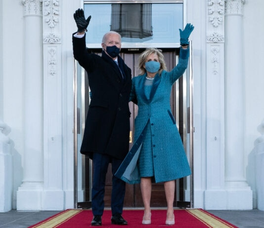 Joe Biden and Jill Biden waving from front of White House (© Alex Brandon/AP Images)