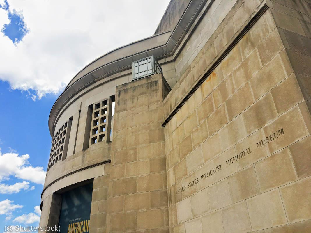 Foto de parte da fachada do Museu Memorial do Holocausto dos EUA (© Shutterstock)