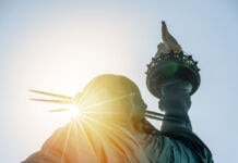 The Statue of Liberty and the sun (© Cla78/Shutterstock)