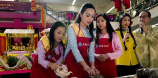 2019年加州的越南裔参加新年青少年年糕比赛(照片:美联社)