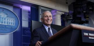 安东尼·福奇在白宫新闻发布会上发言(照片:美联社)