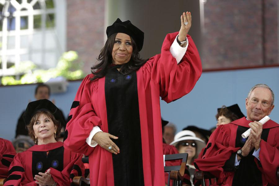 2014年,艾瑞莎·富兰克林获得哈佛大学荣誉博士学位。(照片:美联社)