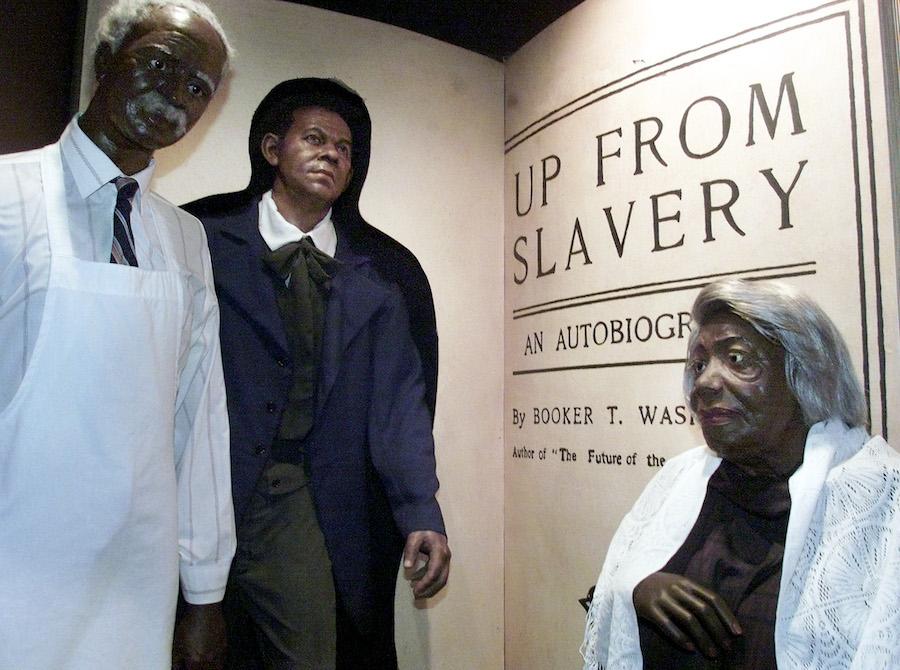 位于巴尔的摩的黑人蜡像馆中的玛丽·麦克劳德·贝休恩雕像(右一)的(照片:美联社)