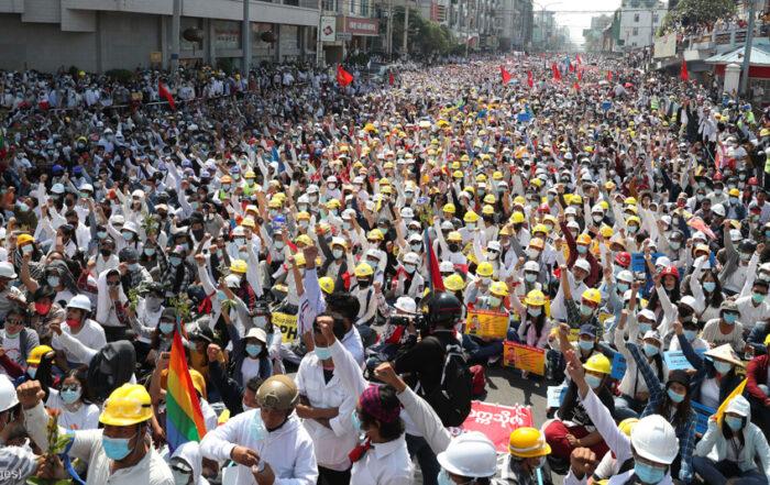 Страны осуждают насилие и призывают к демократии в Мьянме