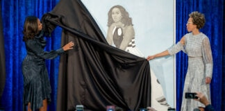 Two women unveiling a portrait of a woman (© Andrew Harnik/AP Images)